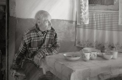 Картинки по запросу старик за столом